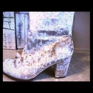 Shoes - Brand new size 8 crushed velvet heeled boots.